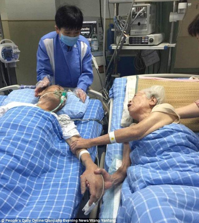 Old Man Dies Two Hours After His Wish Of Seeing His Wife Of 66 Years For The Last Time Was Granted
